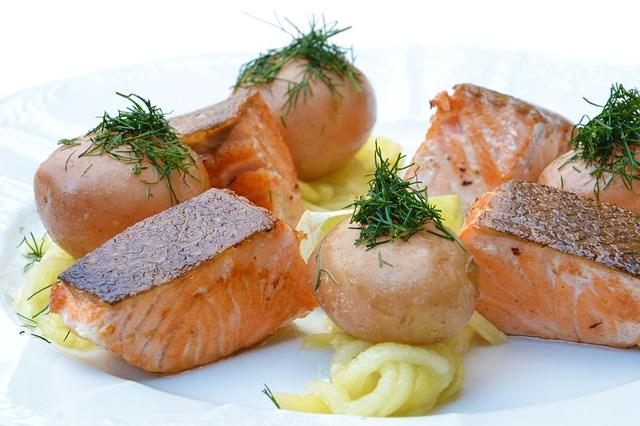 Стейки лосося с овощами