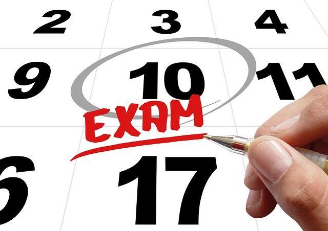 Выделенная дата экзамена в календаре