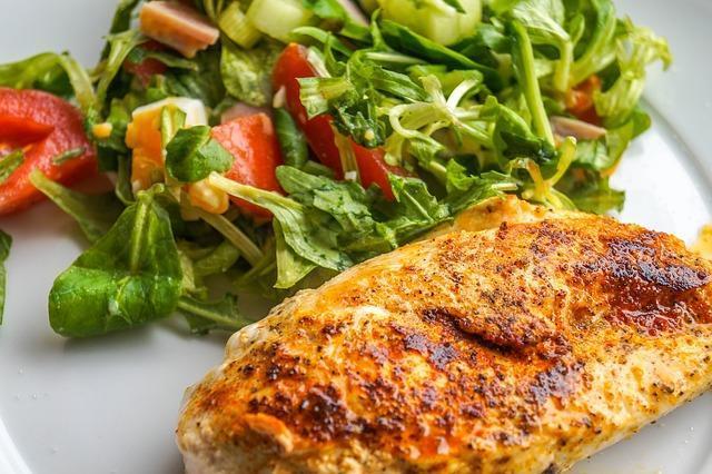 Сочное куриное филе с салатом