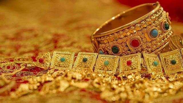 Красивые золотые браслеты