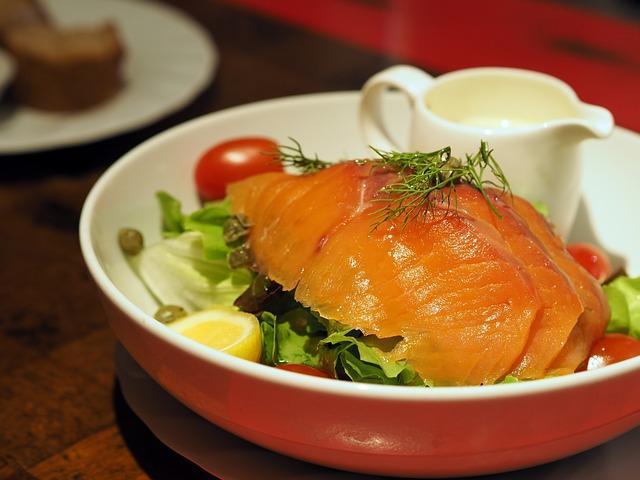 Фото соленой горбуши на тарелке