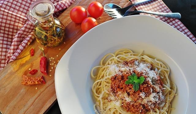 Вкусные спагетти болоньзе