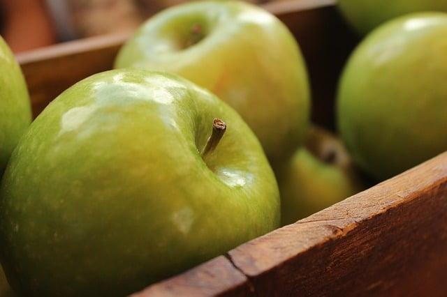 Сочные зеленые яблоки