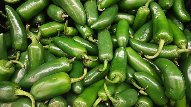 Зеленый горький перец