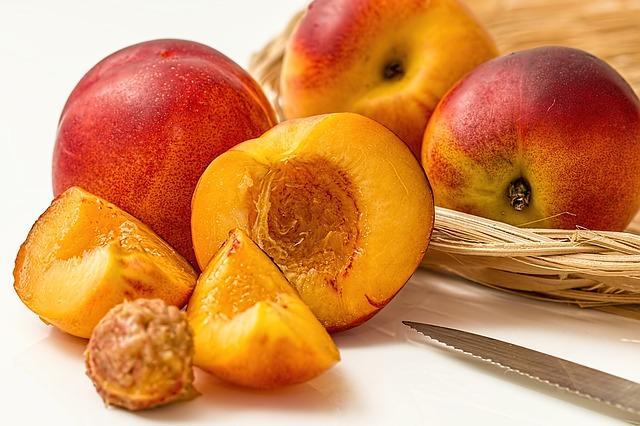 Фото сочных и спелых персиков
