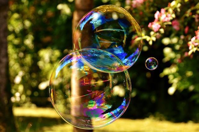 Фото крупного мыльного пузыря