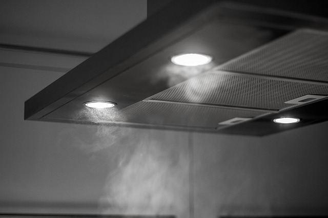 Включенная кухонная вытяжка