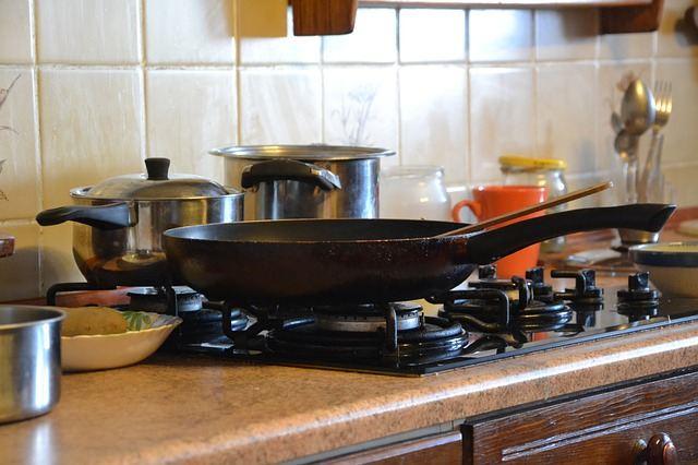 Старая сковорода с нагаром