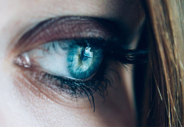 Голубые глаза с ресницами