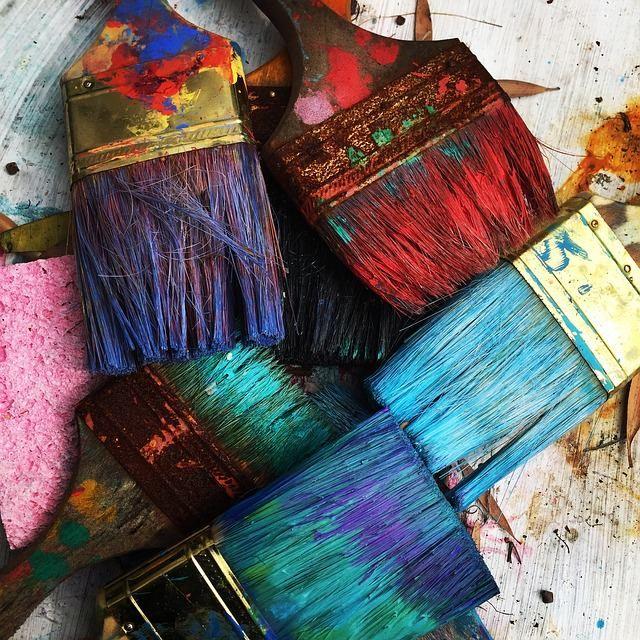 Кисточки с засохшей краской
