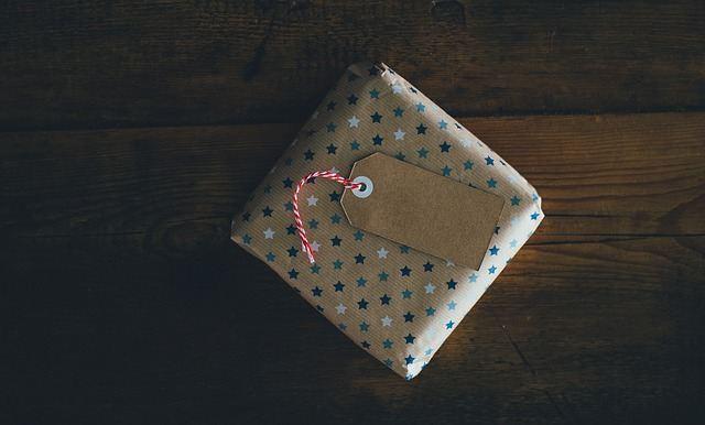 Фото коробки с подарком
