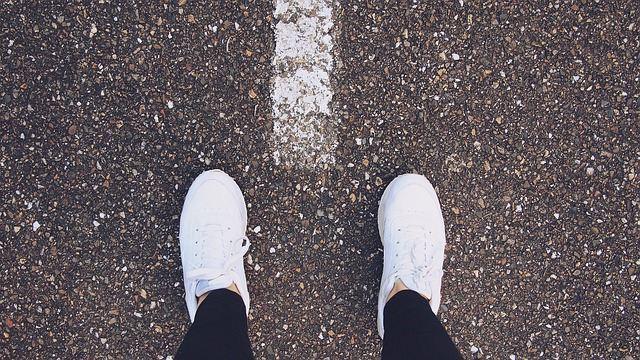 Фото белых кроссовок