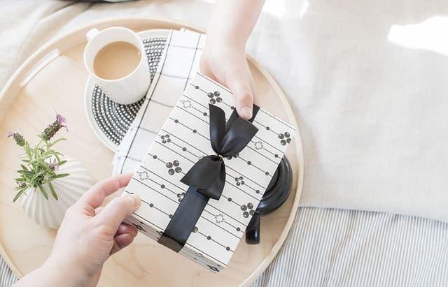 Подарок в красивой упаковке